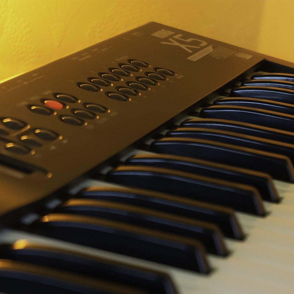 Close up image of the Korg X5